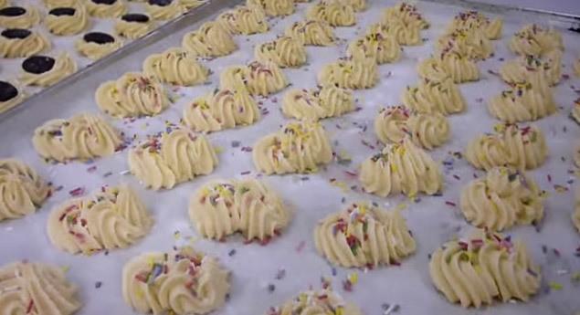 preparazione biscotti pasta frolla montata