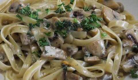 Pappardelle funghi e speck – ricetta
