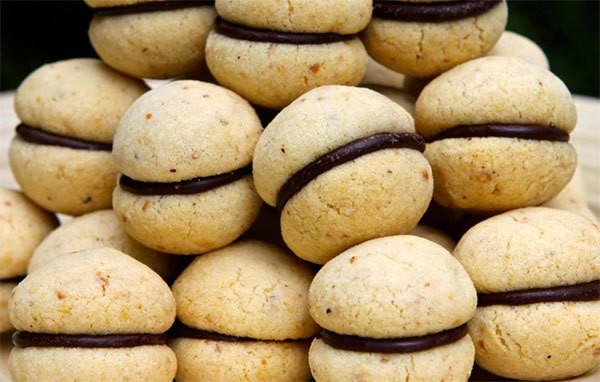 Biscotti farciti al cioccolato – Ricetta
