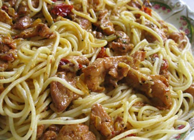 Spaghetti con pollo cajun