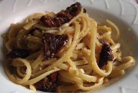 spaghetti pomodori essiccati e ricotta salata ricetta