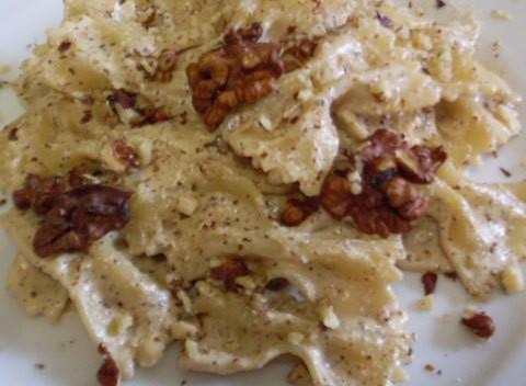 farfalle con salsa alle noci ricetta