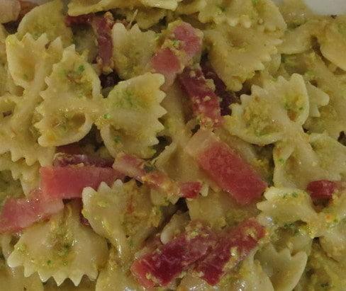 pasta zucchine e speck ricetta farfalle