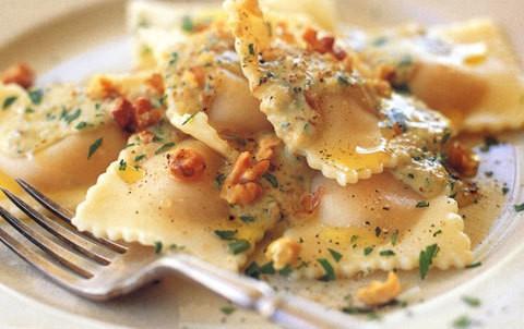 ricetta ravioli ricotta e spinaci con salsa alle noci