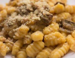 ricetta gnocchi zucca e funghi porcini