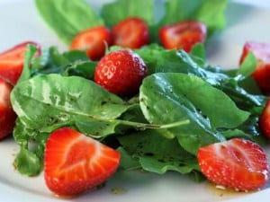ricetta estiva insalata spinaci e fragole