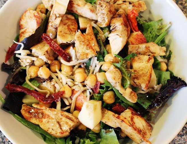insalata pollo ceci pomodori secchi ricetta estiva
