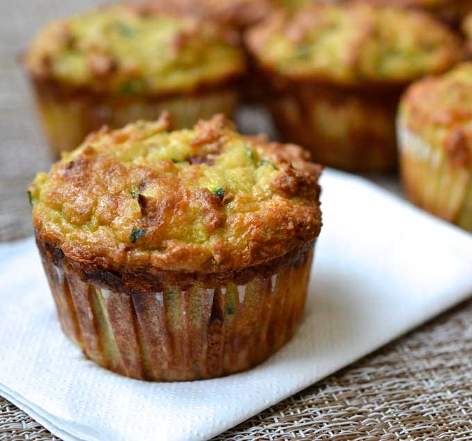 Ricetta muffin zucchine e pancetta e feta